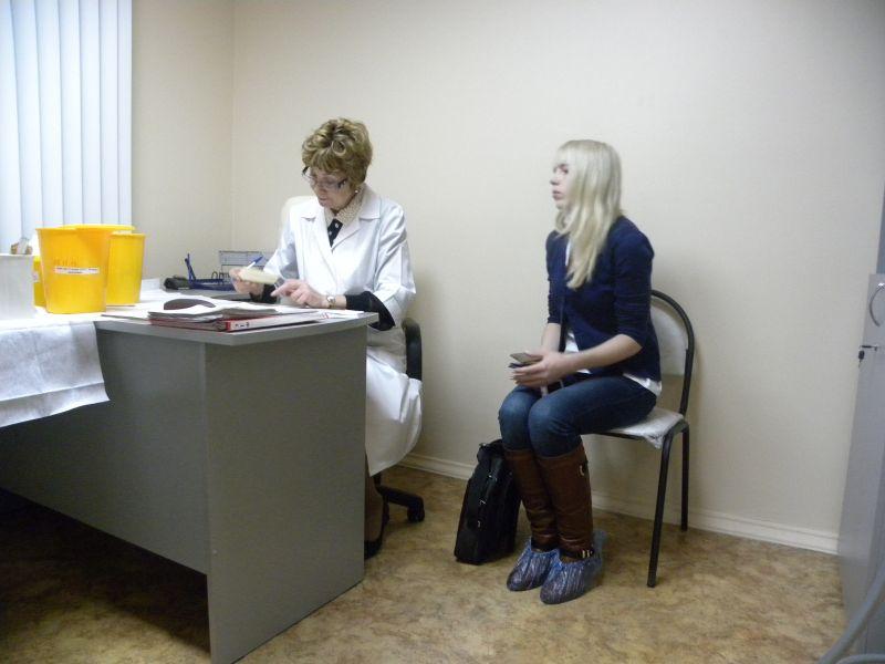 фотографии осмотра врачами