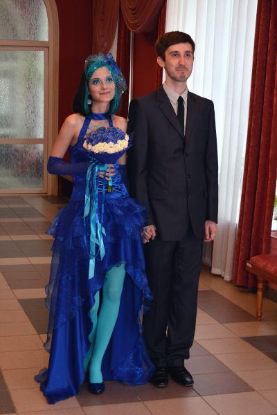 Кто выходит замуж в синем платье